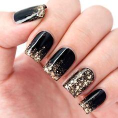 Czarno-złoty manicure na sylwestra - 20 eleganckich wzorów do wypróbowania