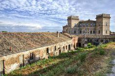 Il Castello di #Mesola (#Ferrara) una delle 19 prestigiose residenze (chiamate Delizie) della famiglia d'Este. Realizzato tra il 1578 ed il 1583, era una delle dimore delle battute di caccia nell'attiguo Bosco di Mesola - Foto finalista del concorso #WikiLovesMonuments Italia 2013