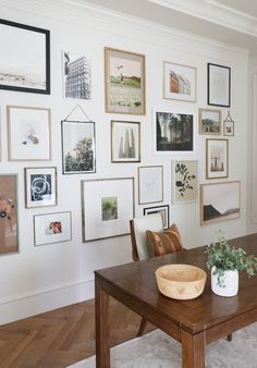 How To Decorate Your Blank Walls: 17 Inspirational Chic Ideas - Life Style - Health - DIY Fabric Wall Decor, Wall Decor Design, Design Art, Home Interior, Interior Design, Design Rustique, Farmhouse Wall Decor, Modern Farmhouse Gallery Wall, Inspiration Wall