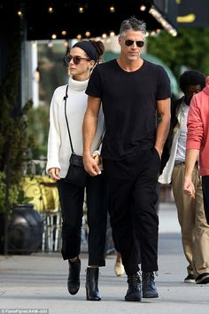 Sandra Bullock and Bryan Randall look smitten during romantic stroll Hands on: The tactile pair had been dating for several months before they went public with romance Personal style and self confidence go hand in hand. Fashion Couple, Look Fashion, Winter Fashion, Fashion Outfits, Street Fashion, Couple Outfits, Casual Outfits, Style Casual, My Style