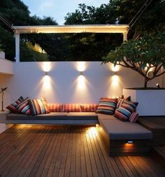 Many people underestimate the lighting in the garden. Light is 70 % of a good design.