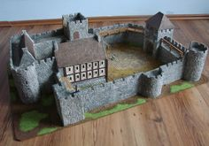 The album presents a model of a medieval castle, entirely designed and made by me. Made of cardboard, plaster and wood. Castle designed for strategic battle games on scale like Lord of the Rings SBG or Warhammer Bretonnia. Model Castle, Toy Castle, Castle Wall, Castle House, Castle School, Dnd Mini, Fantasy World Map, Castle Project, Rpg World