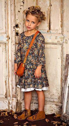 Little fashion model Vintage Kids Fashion, Little Girl Fashion, Little Girl Dresses, Girls Dresses, Fashion Kids, Baby Dresses, Fashion Fall, Retro Fashion, Cute Outfits For Kids