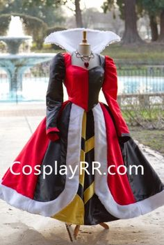 Queen of Hearts Villains Custom Costume Dress Gown by - Cosplay / Halloween Halloween Kostüm, Halloween Cosplay, Halloween Costumes, Villain Costumes, Disney Costumes, Tutu Costumes, Alice In Wonderland Costume, Wonderland Party, Alice Costume