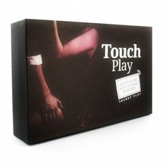 JUEGO DE PAREJA TOUCH PLAY. El objetivo del juego es disfrutar en pareja de las sensaciones que puede proporcionarnos el sentido del tacto. Ambos jugadores resultan ganadores en diversión y placer. Contiene: 16 tarjetas de color negro + 16 tarjetas de color lila + 1 reloj de arena + 1 sobre monodosis de aceite de masaje de 10 ml + 1 tarro de polvo comestible + 1 pluma. https://discreetintimate.com/juegos-de-mesa/4560-touch-play-juego-pareja.html