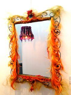 Miroir Vivienne, création unique en cheveux. Objet de décoration decalé et de curiosité rare, Création Artisanale de la boutique MickiCHOMICKI sur Etsy