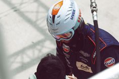 Mécanicien Aston Martin lors des 24H du Mans - 2015