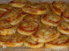 Hozzávalók: 1 csomag leveles tészta 1 nagy tubus pizzakrém 15 dkg sajt Elkészítése: A leveles tésztát kiolvadás után 2-3 milliméter vékony téglalappá nyújt
