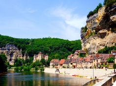 Everyone knows Paris. Many daydream of Provence. And the Côte d'Azur is widely known and coveted as the playground of the rich and famous. But have you heard of the Dordogne Valley?