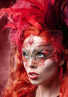 Venezianische Filigran-Maske mit Federn (DaWanda)