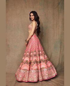 33 latest hot and sexy, eye-popping photos of Ananya Panday Bridal Mehndi Dresses, Indian Bridal Outfits, Indian Designer Outfits, Bridal Lehenga, Indian Dresses, Designer Dresses, Wedding Dresses, Indian Lehenga, Lehenga Choli