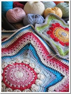 ideas for crochet pillow star granny squares Crochet Home, Knit Or Crochet, Crochet Granny, Crochet Motif, Crochet Crafts, Crochet Stitches, Crochet Projects, Crochet Afghans, Crochet Pillows