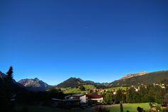 Foto vom Kleinwalsertal Panorama - Blick / Ausblick vom Balkon der Ferienwohnung Nr. 17 im Gatterhof #riezlern #kleinwalsertal #widderstein #ausblick #vorarlberg Bergen, Mountains, Nature, Travel, Pictures, Alps, Voyage, Viajes, Traveling
