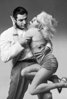 Jeff Goldblum and Cyndi Lauper 'Vibes' (1988)…    ♥ ♥ ♥