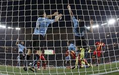 The reason many Africans still can't stand Suarez.Luis Suarez' Handball in last moment of overtime. Ghana, World Cup 2010 Ghana Football, Football Soccer, International Football, Soccer World, World Cup, In This Moment, History, Africans, Sports