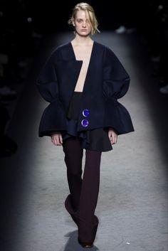 Sfilata Jacquemus Parigi - Collezioni Autunno Inverno 2016-17 - Vogue