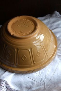 maisy's mustard ᶜᴼᵀᵀᴬᴳᴱ Antique Stoneware, Antique Dishes, Stoneware Clay, Earthenware, Vintage Bowls, Vintage Love, Vintage Kitchen, Vintage Cooking, Vintage Farmhouse