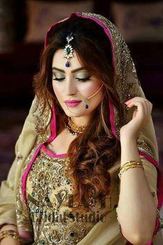 Make up and hairstyle Indian Bridal Makeup, Indian Bridal Fashion, Bridal Beauty, Bridal Hair, Pakistan Bride, Pakistan Wedding, Bridal Makeover, Bridal Photoshoot, Bridal Pics