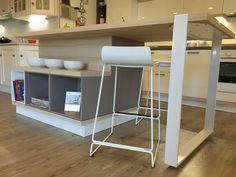 #Cucina #Scavolini modello #Foodshelf! #kitchen #arredamento #interiordesign #cucinamoderna #laccato #quarz #induzione #sottotop #lavello #forno #isola #sgabelli #castellettiarredamenti