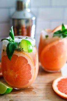 Grapefruit Basil Greyhound Summer Cocktail Recipe Healthy Cocktails, Summer Cocktails, Craft Cocktails, Easy Cooking, Cooking Recipes, Healthy Recipes, Healthy Food, Paloma Recipe, Grapefruit Cocktail