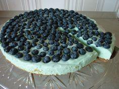 Hellblauer Marshmallow-Kuchen *