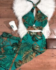 O melhor insta de moda👇🏻👇🏻 Crop Top Outfits, Dope Outfits, Skirt Outfits, Stylish Outfits, Summer Outfits, High Fashion Dresses, Fashion Outfits, Womens Fashion, Tropical Outfit