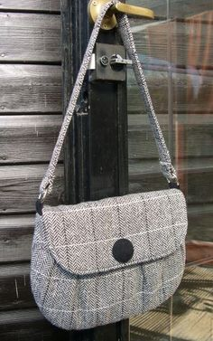 Josy Clutch - Another 25% Bigger ! - sew-whats-new.com