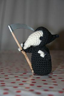 Rattus Mortei - free amigurumi pattern for the Discworld's Death of Rats via Ravelry