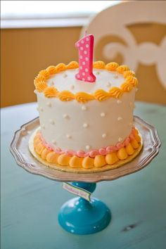 I love the little cake at this peach-themed birthday party.  It's uncomplicated and just adorable.  AE