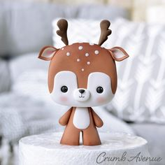 Deer Cake Topper - cake by Crumb Avenue Polymer Clay Christmas, Cute Polymer Clay, Cute Clay, Polymer Clay Creations, Polymer Clay Crafts, Fondant Figures, Fondant Cake Toppers, Fondant Bow, Fondant Cupcakes