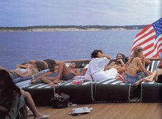 in-the-spirit-of-the-hamptons-by-kelly-bensimon-assouline-friends-vacation