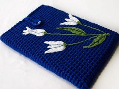 Fuente: http://www.etsy.com/listing/82321852/tulips-macbook-proair-laptop-sleeve-13