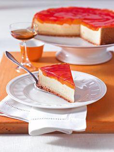 Mandarinen-Käsekuchen mit Pudding: Roter Tortenguss macht diesen Käsekuchen zum Hingucker