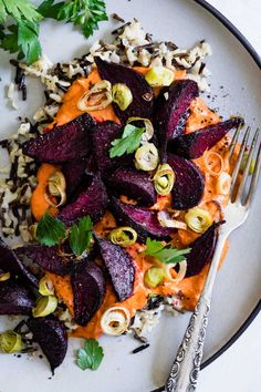 Vegan Roasted Beets with Creamy Romesco & Wild Rice 🌼 PS. Vegan roasted beets with creamy Romesco & wild rice 🌼 PS. Whole Food Recipes, Cooking Recipes, Roast Recipes, Cooking Games, Vegetarian Recipes, Healthy Recipes, Paleo Meals, Grilled Vegetable Recipes, Healthy Dishes