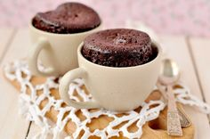 Quick and easy recipe for individual microwave Gooey Chocolate Mug Cake which serves two. Rich, gooey individual chocolate cakes right out of the microwave in minutes. A delicious Midnight snack. Flourless Chocolate Cakes, Chocolate Mug Cakes, Chocolate Desserts, Chocolate Coffee, Chocolate Lovers, Cocoa Cake, Chocolate Protein, Mint Chocolate, Single Serve Desserts