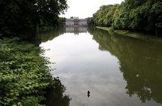 #Palácio sobre as águas | #Varsóvia, capital da #Polónia, cidade de Frederic Chopin e de Marie Curie, nas margens do rio Vístula. A 2ª Guerra Mundial destruiu 85% da massa arquitetónica