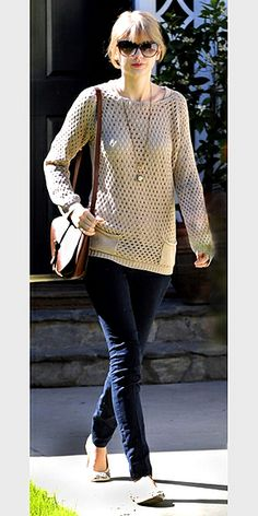 LOOSE KNIT SWEATERS photo | Taylor Swift