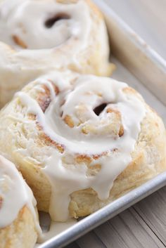 These amazing, flaky biscuit cinnamon rolls will make you fall in love with cinnamon rolls all over again!!