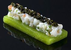Green apple jelly, scallop tartare and caviar - Trend Appetizer Fine Dining 2019 Modernist Cuisine, Romantic Meals, Molecular Gastronomy, Culinary Arts, Creative Food, Food Design, Food Presentation, Food Plating, Tapas