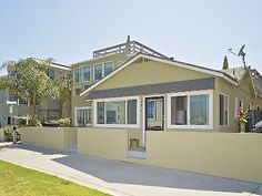 VRBO.com #386046ha - Beachfront Cottage with Private Patio, Walking Distance to Everything