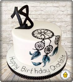 A simple white cake, handpainted with a freehand Dream catcher design. Cute Cakes, Pretty Cakes, Beautiful Cakes, Native American Cake, Dream Catcher Cake, Bohemian Cake, 18th Cake, 18th Birthday Cake, Painted Cakes