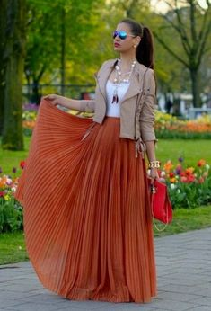 Spring Outfit - Leather Moto with Pleated Maxi Skirt Maxi Skirt Outfits, Chic Outfits, Dress Skirt, Fall Outfits, Fashion Outfits, Womens Fashion, Pleated Maxi Skirts, Maxi Skirt Fall, Look Fashion