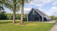 Woonhuis Peize - Maas architecten Garage Extension, Gate House, Prefab Homes, Bungalow, Facade, Architecture Design, Shed, Villa, Houses