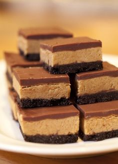 Chocolate Peanut Butter Squares - made these for dessert tonight and they were SO GOOD! I substituted smashed Oreo cookies for the chocolate wafers and it made it that much better. I highly recommend this dessert! Chocolate Peanut Butter Squares, Peanut Butter Bars, Peanut Butter Recipes, Chocolate Squares, Butter Pie, Just Desserts, Delicious Desserts, Dessert Recipes, Yummy Food