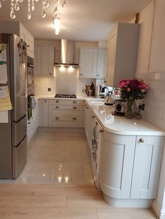 Learn about brand new kitchen decor tips and hints. Kitchen On A Budget, Home Decor Kitchen, Kitchen Interior, New Kitchen, Home Kitchens, Gally Kitchen, Galley Kitchen Design, Small Space Interior Design, U Shaped Kitchen