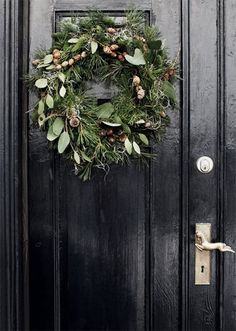 winter wreath - lots of green, lots of scent Nordic Christmas, Noel Christmas, Christmas And New Year, Winter Christmas, Christmas Wreaths, Christmas Decorations, Holiday Decor, Green Christmas, Winter Wreaths