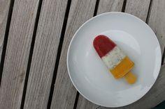 Popsicles de mango y fresa https://www.youtube.com/watch?v=l2qOqoFwrko&index=11&list=UUJ-bFMk_PhXfjsjr_gfWWXg