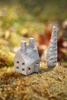 I wish I lived in this tiny little house! Clay Houses, Ceramic Houses, Miniature Houses, Tiny Little Houses, Tiny House, Small Houses, Kitsch, Cute House, Air Dry Clay