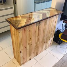 Pallet Table Plans Pallet table - Designing your creations by yourself is always a fun. Crafts, furniture and other ideas are those that one can create through his own creative mind. Diy Pallet Wall, Pallet Storage, Wooden Storage Boxes, Diy Pallet Furniture, Recycled Pallets, Wooden Pallets, Wooden Diy, Reclaimed Wood Projects, Pallet Projects