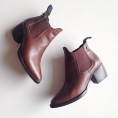 ✨HOST PICK ✨ Topshop brown chelsea booties Real leather brown booties. Few scratches but still in great condition! WILL NOT RESPOND TO TRADES. Topshop Shoes Ankle Boots & Booties